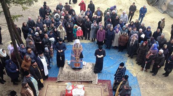 У селі на Тернопільщині після захоплення храму селяни добудовують новий